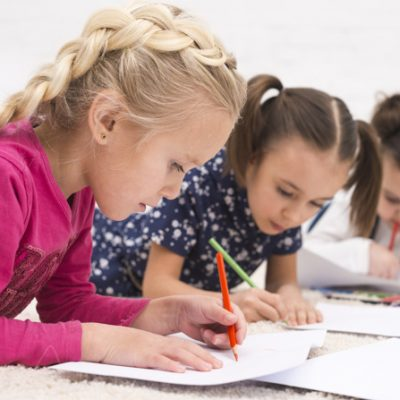 children-group-drawing_23-2148107430